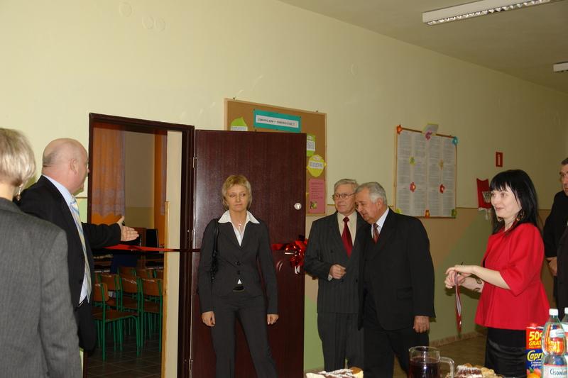 Goście  w oczkiwaniu na rozpoczęcie uroczystości. Na zdjęciu: Radna Beata Świdnicka, Radni Jerzy Dudek oraz Wincenty Misiak