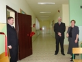 W drzwiach centrum - jego opiekun Radosław Radwański, obok Sekretarz Miasta Złoczewa Anita Szremska oraz Radny Andrzej Konieczny