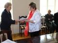 W imieniu przedszkolaków nagrodę odbiera Pani Dyrektor Ewa Kluba