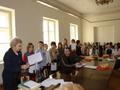 z rąk Pani Kazimiery Szmil nagrody otrzymuje kolejna grupa wyróżnionych.