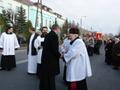 licznie zgromadzeni wierni oraz duchowni w oczekiwaniu na przybycie Obrazu z Parafii Unikowskiej